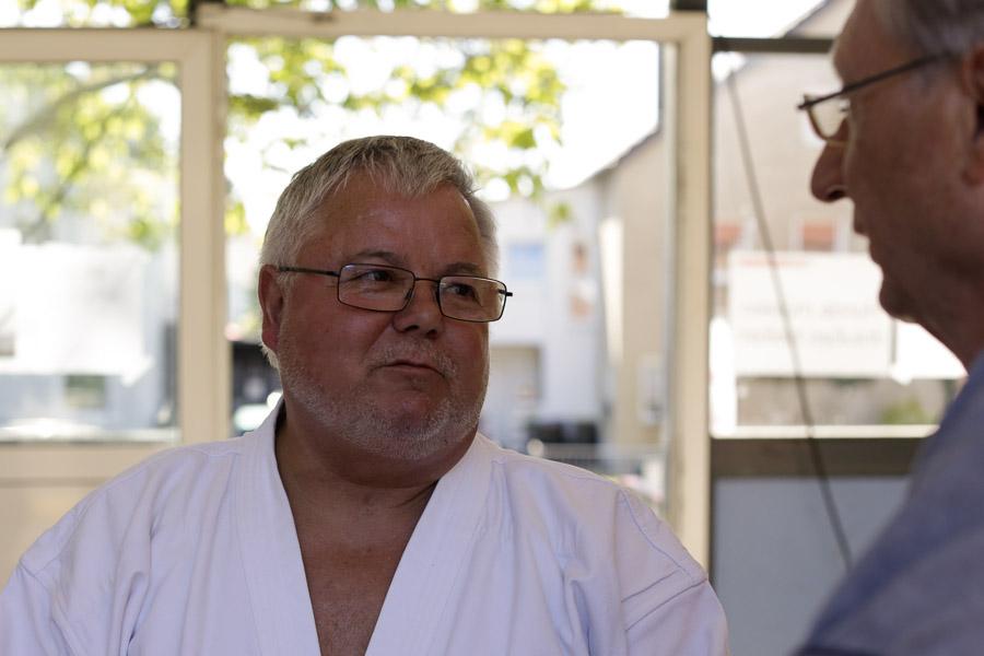 Prüfer Hans Abels im Gespräch mit Peter Schulte
